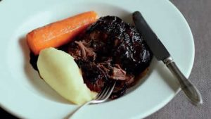 braised-beef-cheeks-with-beer-and-mash