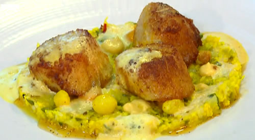 Roast scallops, curry and piccalilli