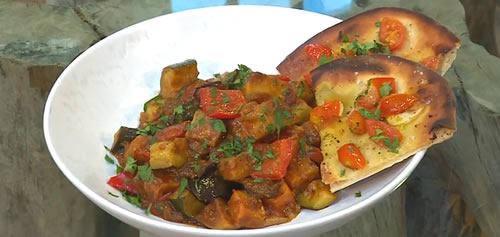 Vegetable curry with tomato and garlic naan