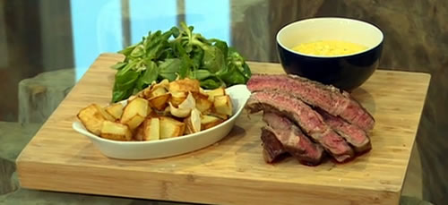 Rib-eye steak with béarnaise sauce and garlic and rosemary potatoes