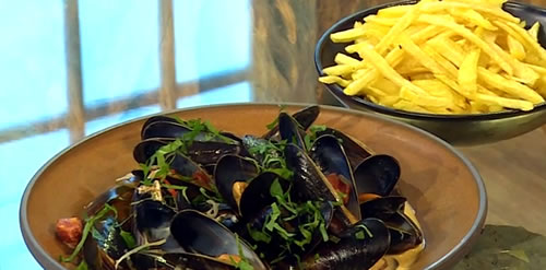 Spiced mussels with chorizo and Irish cider and fries