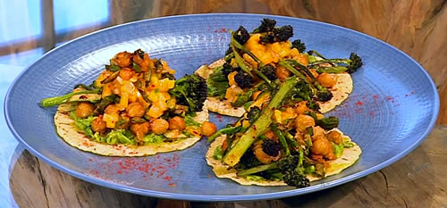 Homemade tacos with toasted chickpeas and mango salsa