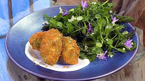Pea and lovage croquettes with asparagus tips and herb salad