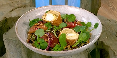 Deep-fried goats' cheese with roasted apples and lentils