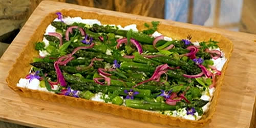 Asparagus and goats' curd tart
