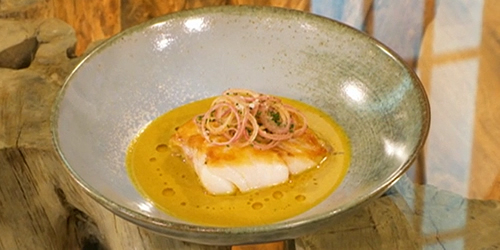 Baked cod with curry sauce and crispy shallots