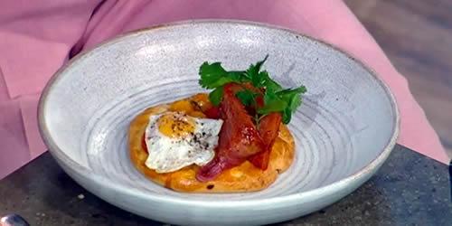 Gooseberry and tomato brioche with bacon and eggs