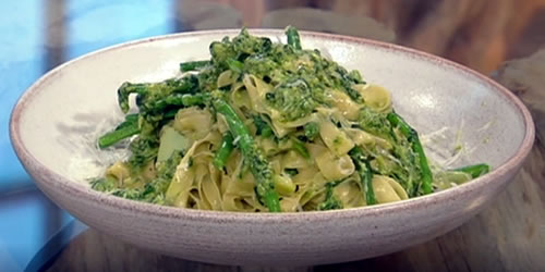 Tagliatelle with green beans and pesto