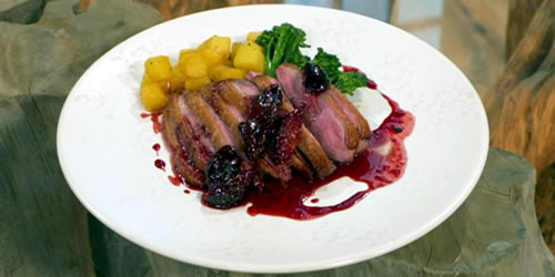 Roast duck with Provencal black figs