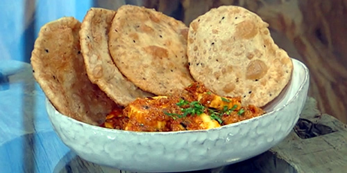 Paneer butter masala and puris