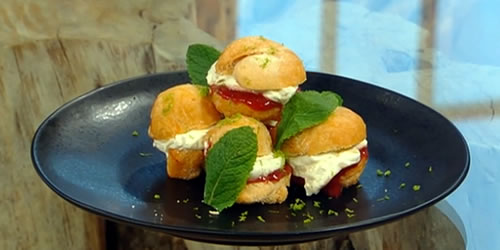 Doughnuts with vanilla cream and strawberry and lime purée