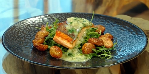 Salmon in white chocolate, dill and lemon sauce