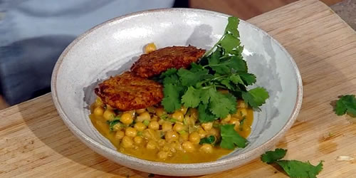 Vegetable fritters with spiced coconut chickpeas