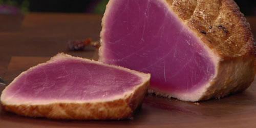 Chilli and lemongrass glazed tuna steak with asparagus salad