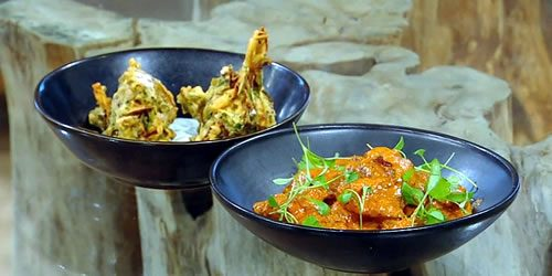 Butter-chicken-with-onion-broccoli-and-spinach-bhajis.jpg