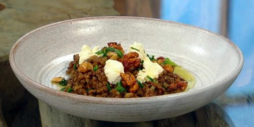 Lentils-and-goats-cheese-with-caramelised-walnuts.jpg