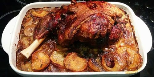 Roasted-leg-of-lamb-with-boulangère-potatoes.jpg