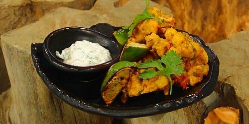 Spicy-chickpea-and-potato-pakoras-with-lime-and-mint-dip.jpg